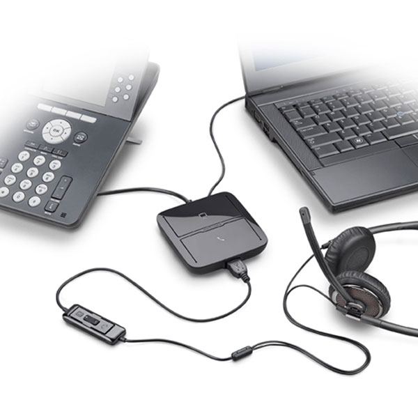 Plantronics MDA200 Hub connected to telephone and laptop